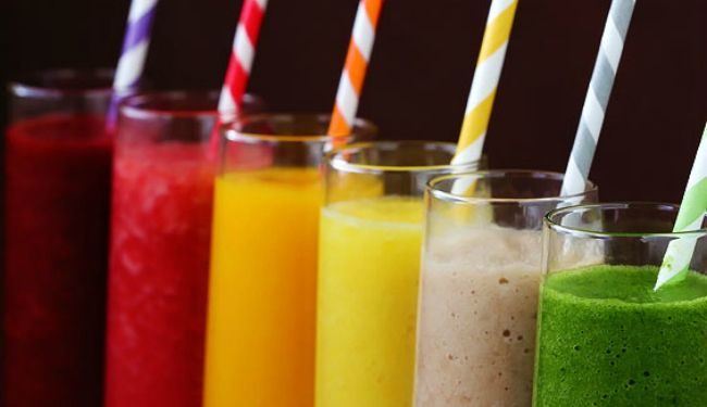 Δεν υπάρχει τίποτα πιο δροσιστικό και πιο υγιεινό για τις ζεστές ημέρες του καλοκαιριού από ένα λαχταριστό smoothie, που θα σου προσφέρει τις απαραίτητες βιταμίνες, θα τονώσει το ανοσοποιητικό σου και παράλληλα θα σε χορτάσει χωρίς τον κίνδυνο περιττών θερμίδων. Διαλέξαμε οκτώ διαφορετικά smoothies για να πειραματιστείς, να βρεις αυτά που σου ταιριάζουν, ώστε κάθε [...]