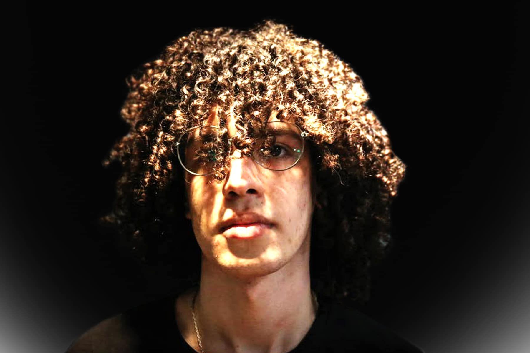 Mannliche Dauerwellen Arten Von Dauerwellen Fur Manner Dauerwellen Fur Manner Neueste Frisuren Und Haarschnitte Fur Frauen Einfache Naturliche Frisuren Permed Hairstyles Hair Styles Perm
