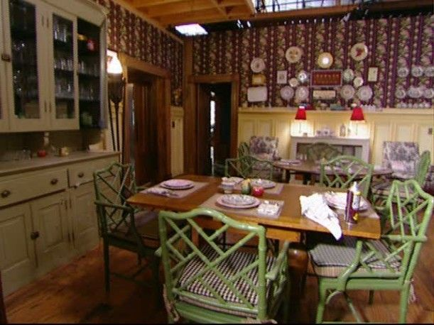 Gilmore Girls Dragonfly Inn And Stars Hollow Furniture