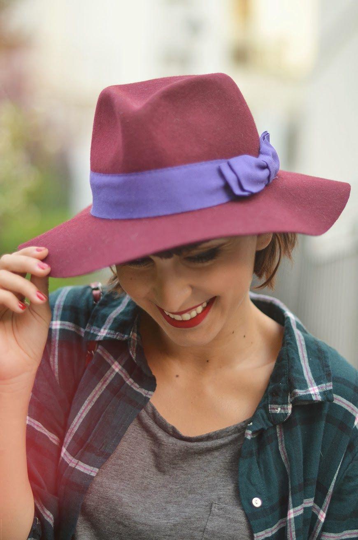 d10ee8644945 Jag älskar mina skor streetstyle Swedish Hasbeens Sabots Peep toe Super  High Burgundy Tartan fetl fedora hat
