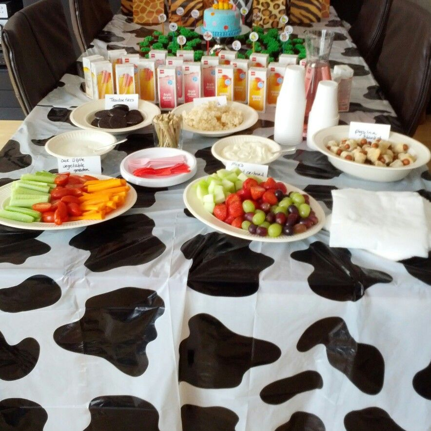 Farm themed snacks: oreo cookies as tractor tires, rice krispy treats as hay stacks, pigs in a blanket, chicken nuggets, fruit orchard, vegetable garden and nice fruit juices #bday #farmtheme #farm #theme