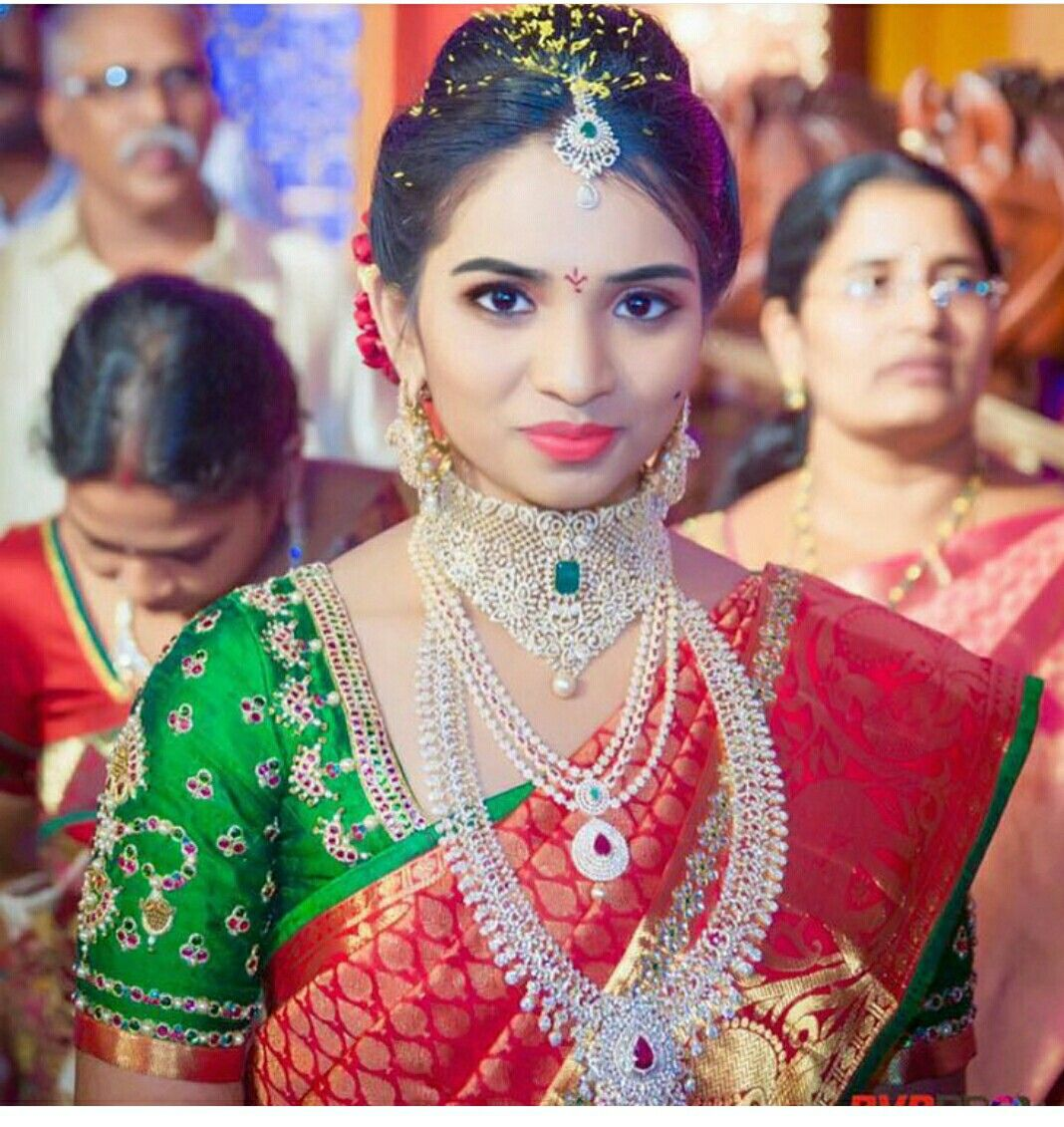 Friends Wedding Hairstyles Kerala: Pin By Nandita Priyadarshini On Saree