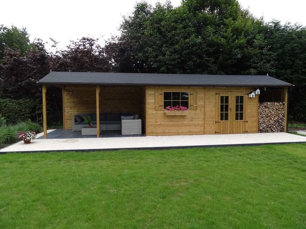 Abri de jardin classique (double pente) avec bûcher et terrasse ...
