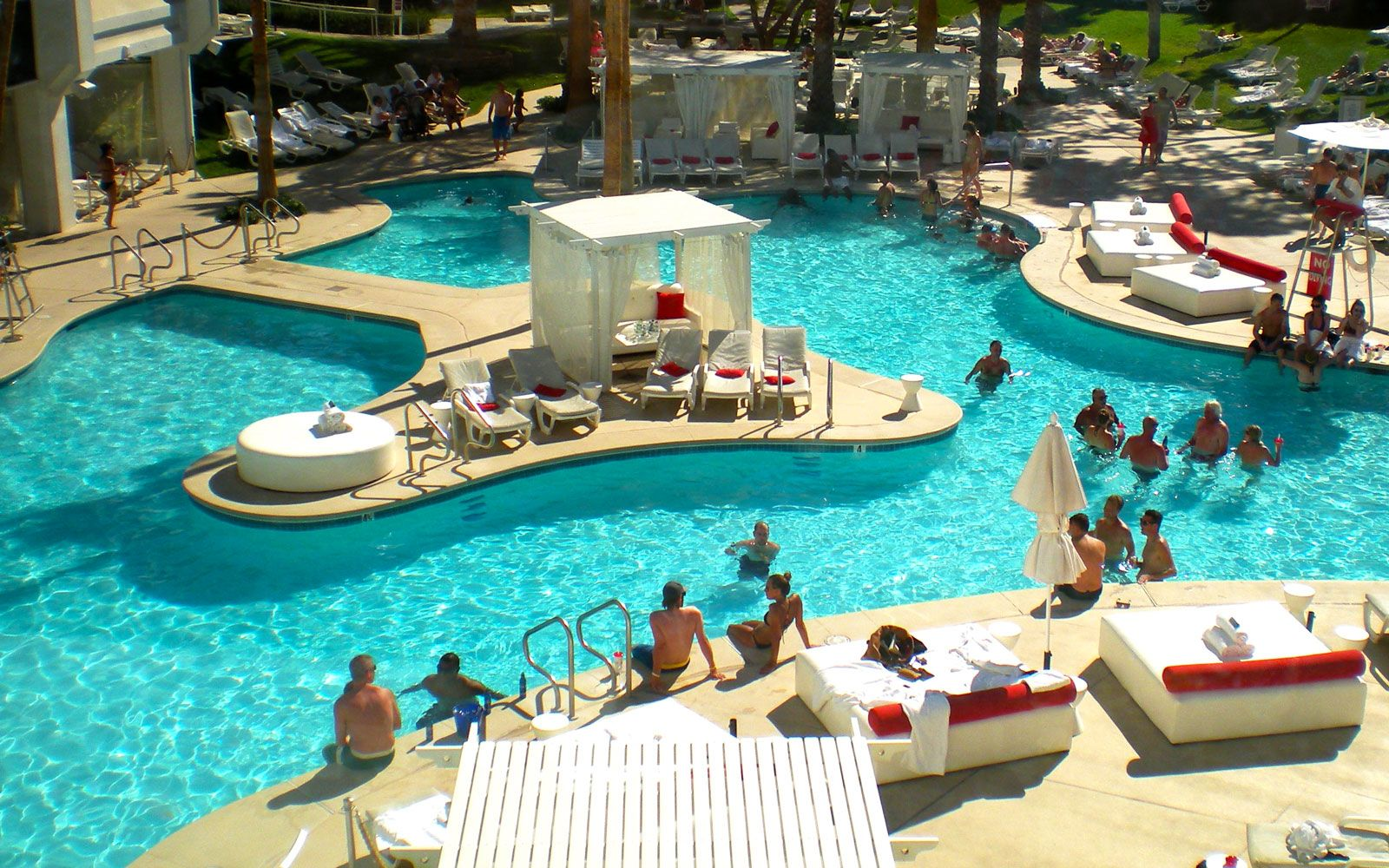 Coolest Swim Up Bars In The World Las Vegas Pool Las Vegas Restaurants Las Vegas Hotel Deals