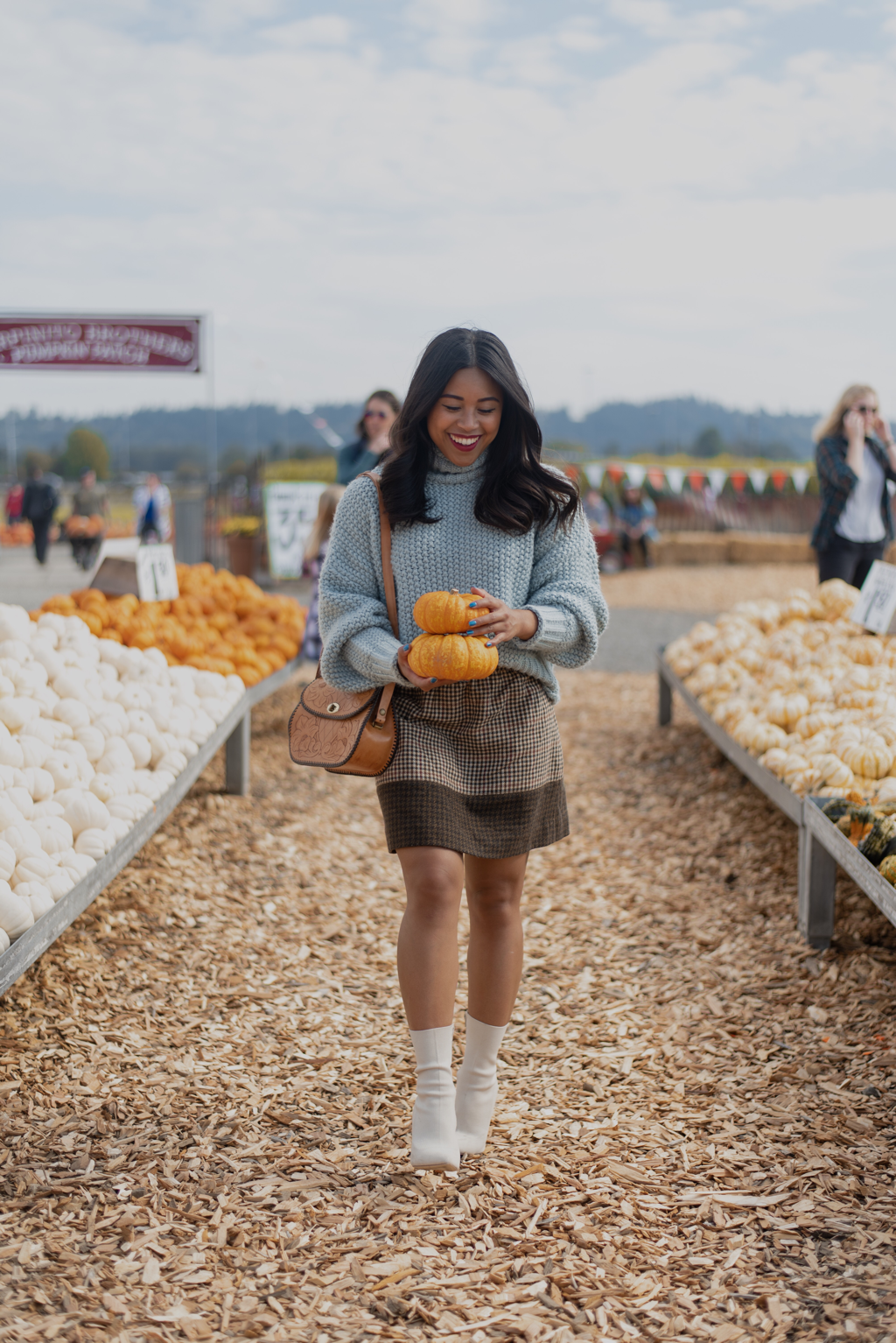 photo diary: pacific northwest pumpkin patch photoshoot - Karya Schanilec Photography #pumpkinpatchoutfitwomen