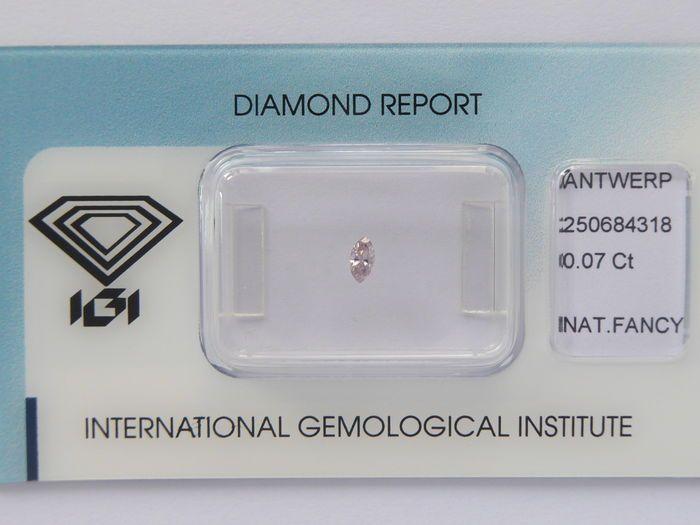 Natuurlijke Fancy roze diamant 0.07 ct met IGI cert  geen minimale prijs   Natuurlijke roze diamant.Carat: 0.07 ctKnippen: MarquiseKleur: Natuurlijke Fancy grijsachtig rozeDuidelijkheid: SI3 (niet vermeld op certificaat)Voor meer details zie certificaatVerzending: Track  EUR 65.00  Meer informatie
