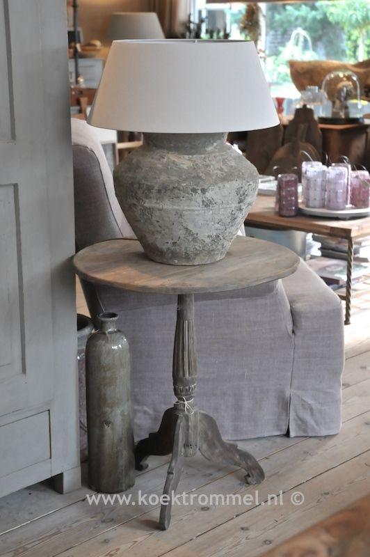 Oude wijntafel met kruiklamp kamer pinterest met verlichting en landelijk wonen - Nacht kamer decoratie ...
