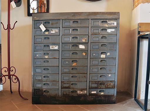 Interior design recupero vecchia cassettiera in ferro con vernice ...