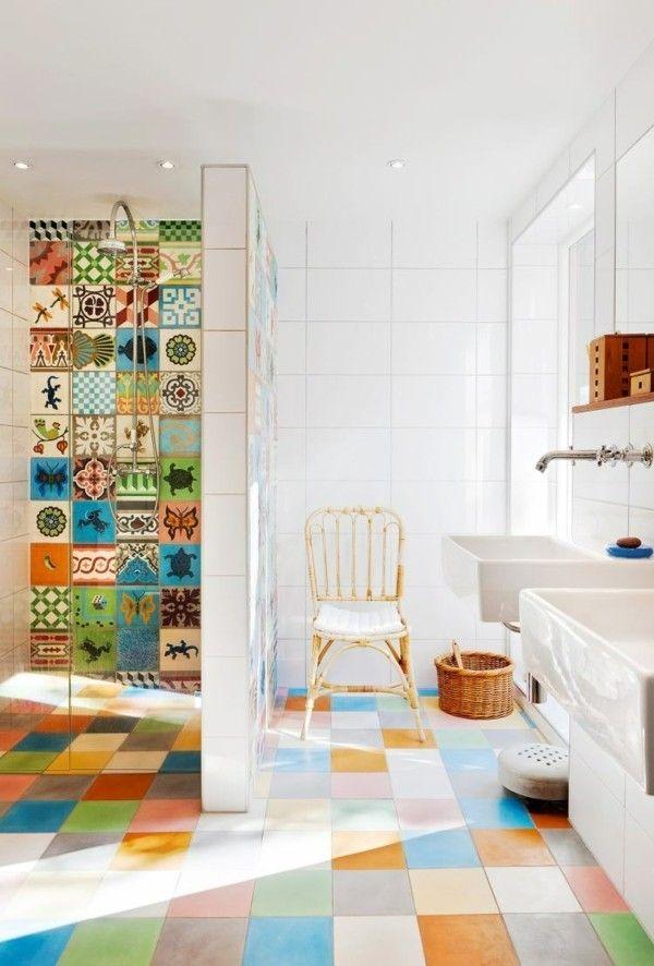 bunt gemusterte Fliesen aufpeppen weißes Bad | wohnen | Badezimmer ...