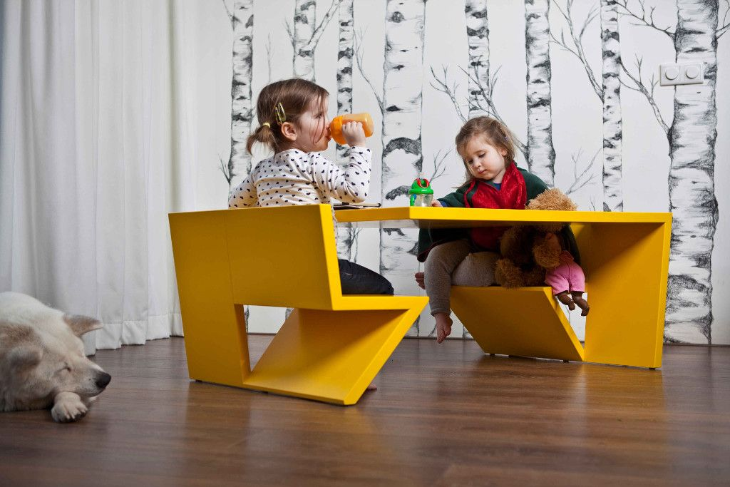 Cute Salon/Kids table for the kids and also fun for the grown-ups!