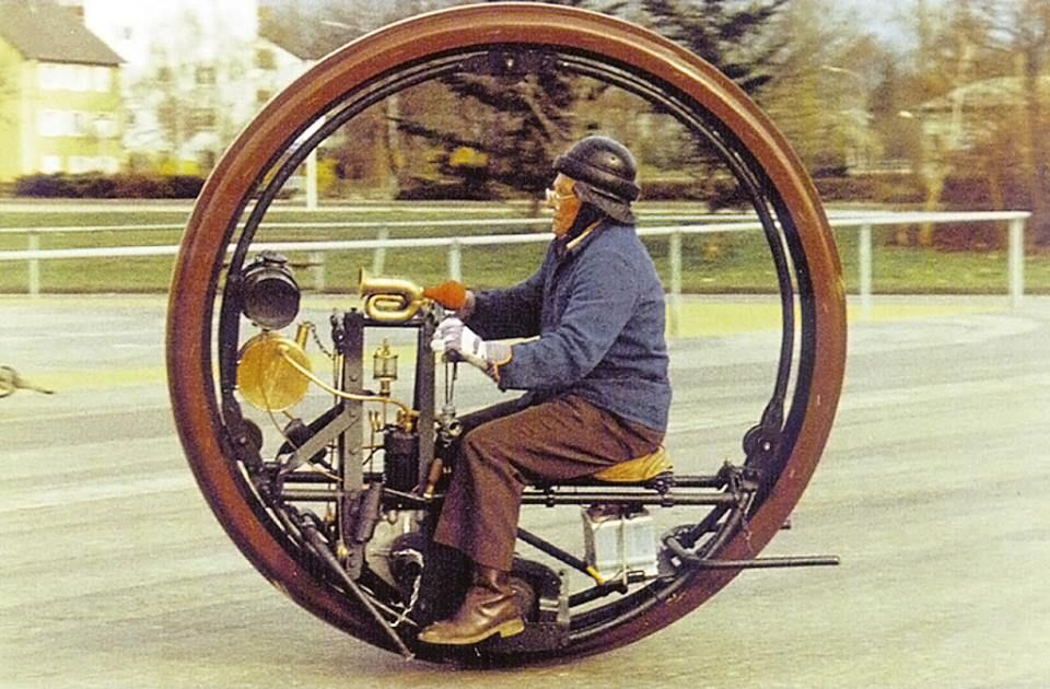 Steam powered monowheel from Silodrome. Car pictures