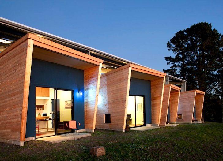 Estudios solares (para artistas)  Este proyecto consiste en la construcción de cuatro cabañas situadas en un valle entre montañas, en Woodside (EEUU).  Está pensado para albergar artistas de diferentes disciplinas durante un mes en unas condiciones óptimas.