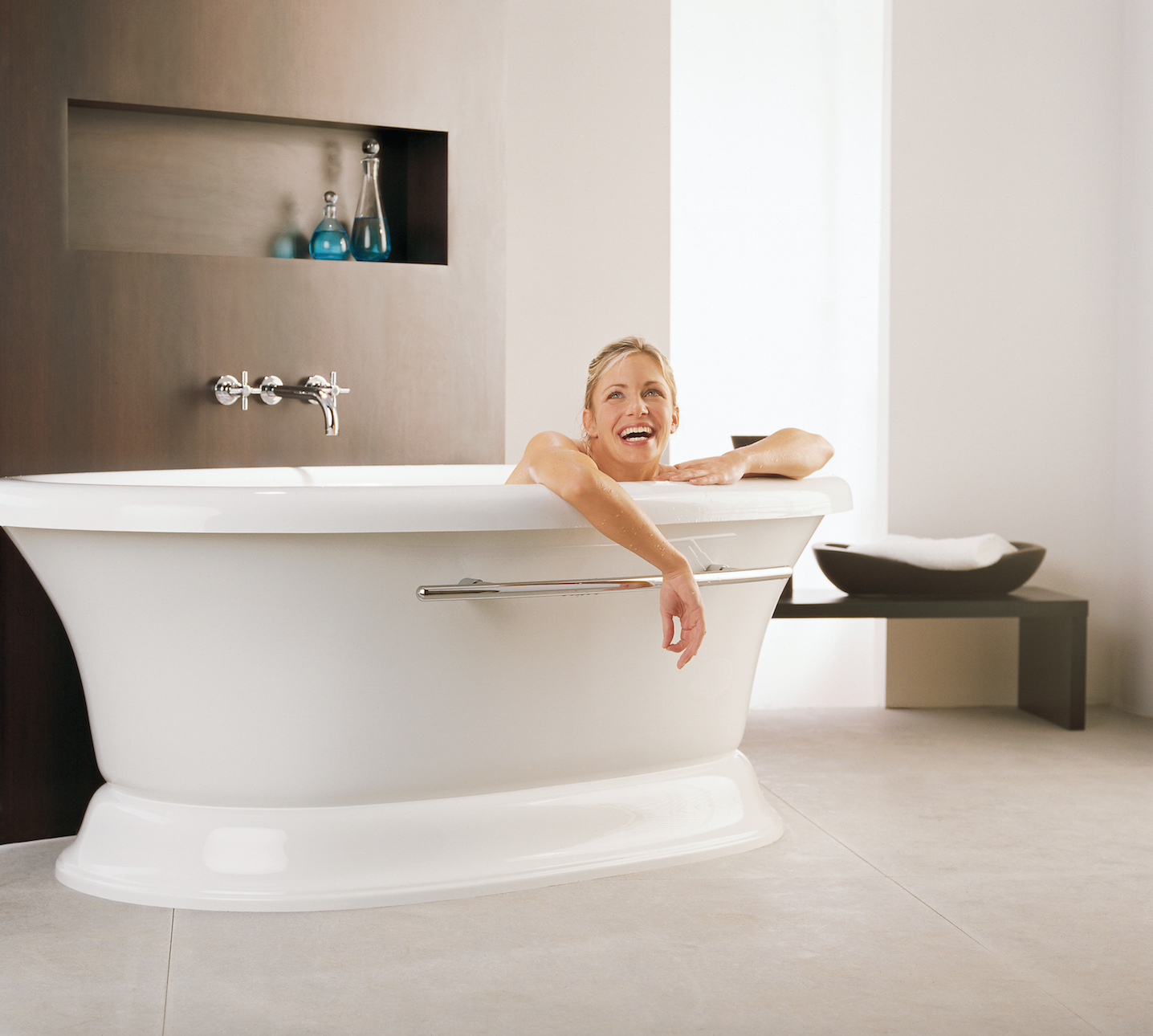 She is #goals (and we\'re talkin\' about the #bathtub.) #BainUltra ...