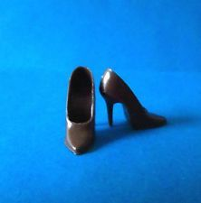 03743dade938c VINTAGE BARBIE 1965 BROWN SPIKE HEEL CLOSED TOE SHOES JAPAN  1647 GOLD N  GLAMOUR