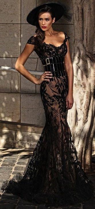 @Barbara Acosta Moreno Elegante elegant dress http://siempreelegante.com/vestidos-negros-para-las-fiestas-de-navidad-2013/