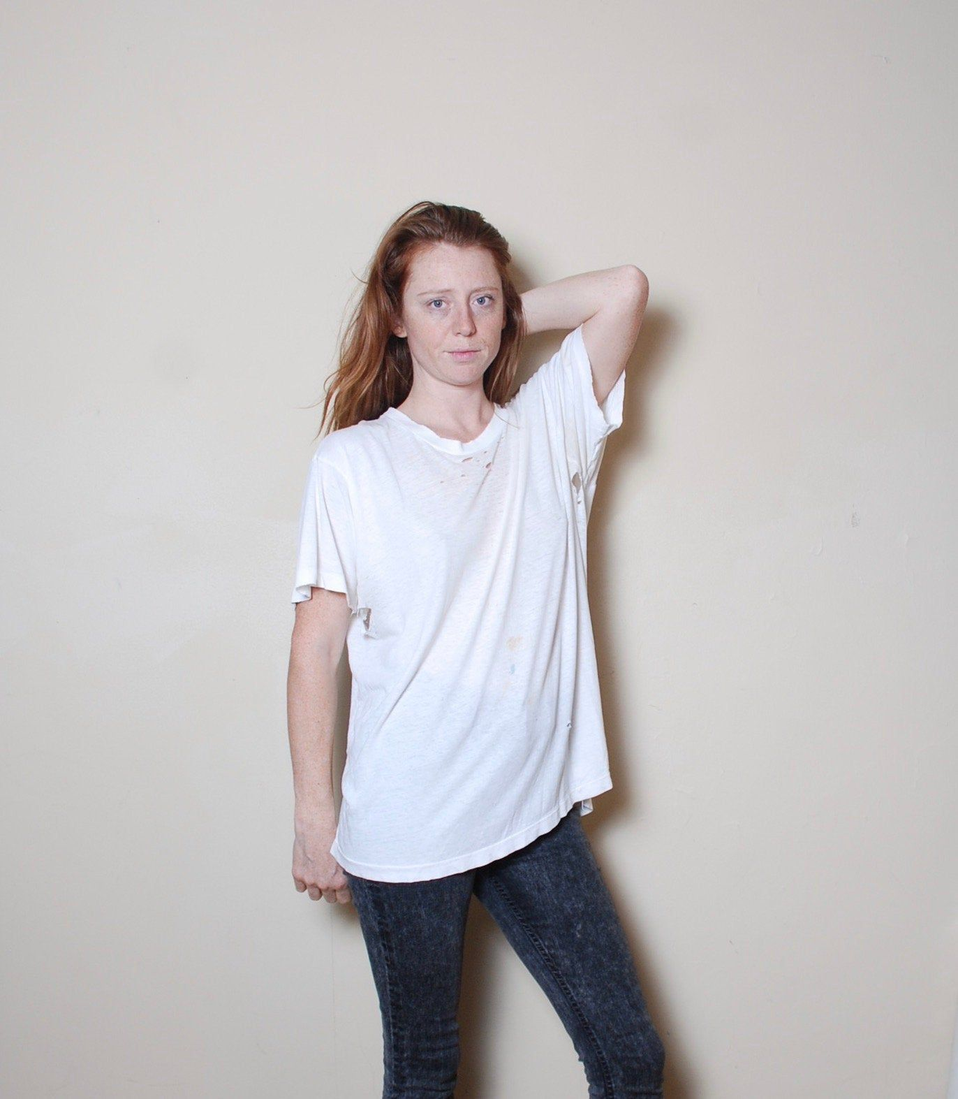 80s Xl Fruit Of The Loom Thrashed White Tee Mens Distressed Punk Vintage T Shirt Top Boho Hippie Festival Rock In 2020 Brown Knit Sweater Vintage Store Vintage Outfits