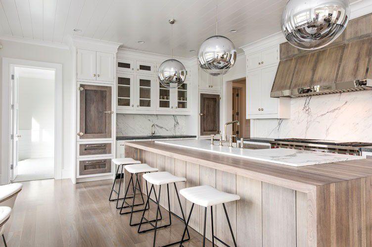 Contemporary Kitchen With Globo Di Luce Hardwood Floors Breakfast Bar Pendant Light Simple Granite Count Contemporary Kitchen Bridgehampton Home And Family