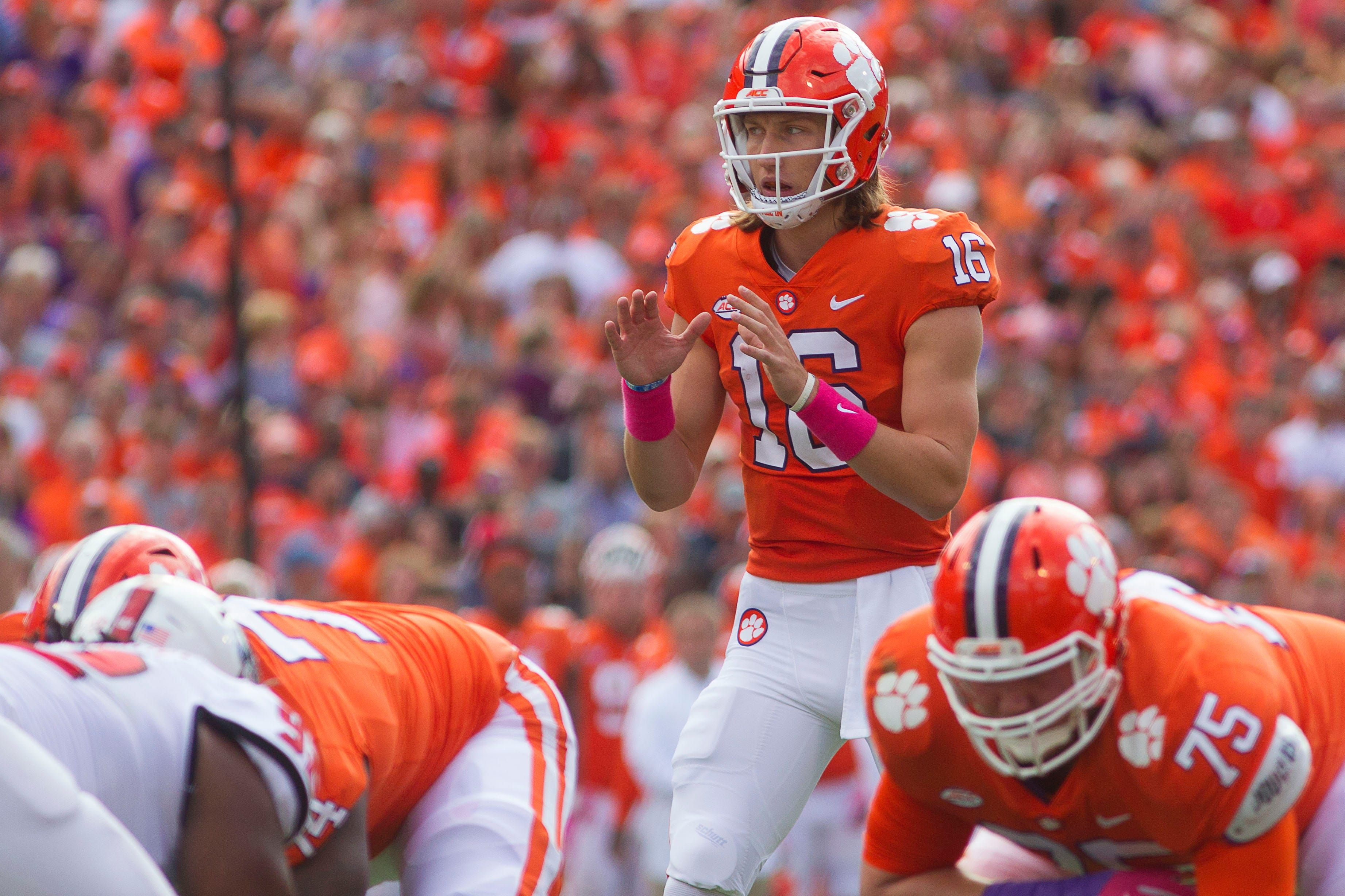 The 10 Best College Football Quarterbacks For The 2019 Season College Football Players College Football Season Usa Today Sports