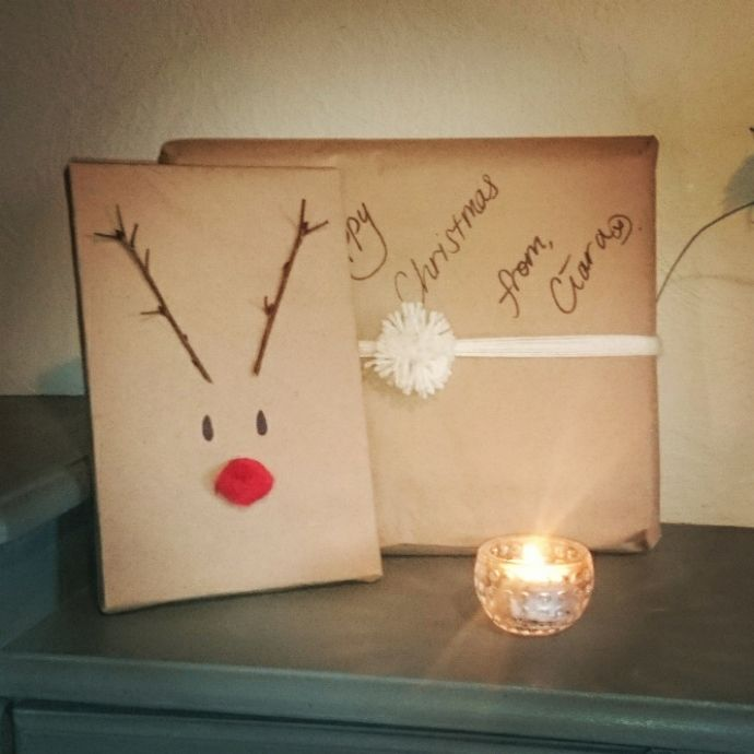 Envoltorio de regalo con papel marron kraft y cara de reno - Papel de regalo original ...