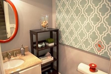 6x Prachtige Bijkeukens : Paint the walls one color and then hang a stenciled canvas or other