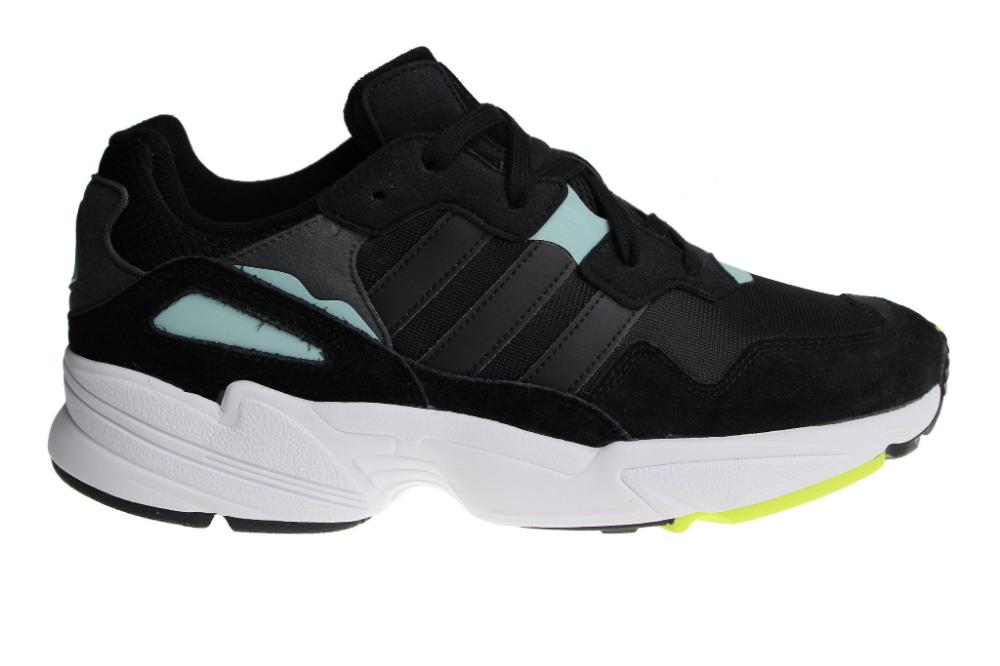 Adidas Yung 96 schoenen voor heren. Uitgebracht in het zwart
