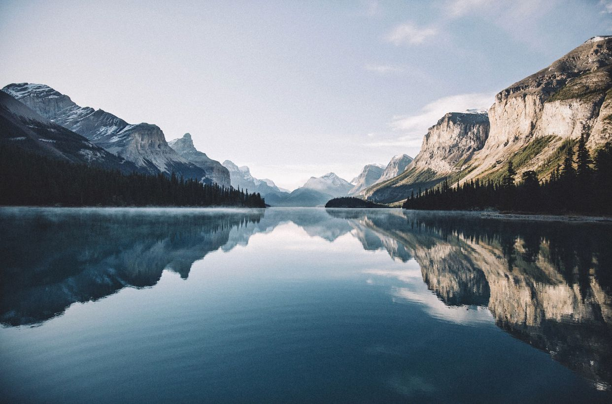 maligne lake Ipad pro wallpaper, Macbook air wallpaper