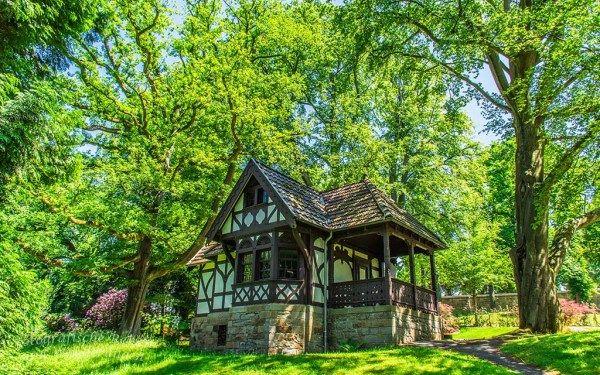 Spatzenhaus auf dem Gelände der Villa Hügel Villa hügel