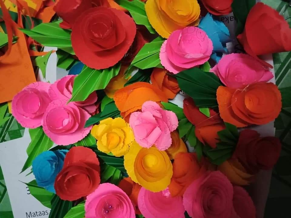 Pin By Crafts On Paper Flower Paper Flowers Flowers Jewelry