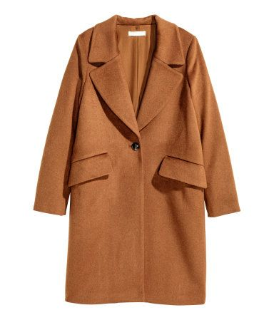 Coat in thick wool-blend fabric with a wide collar and wide