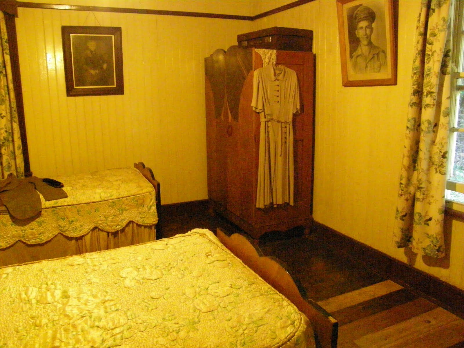 1940\'s bedroom, wooden floor, paintings on the wall, vintage ...