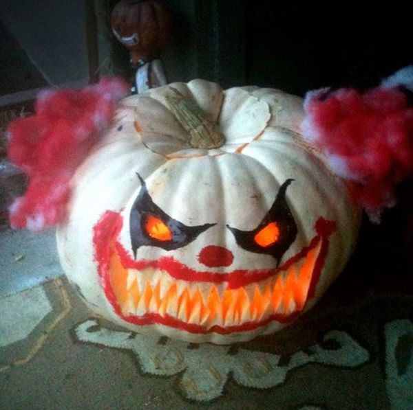 20 Cool And Scary Clown Halloween Decorations #clown #decorations #halloween #scary #sculpturesdecitrouille
