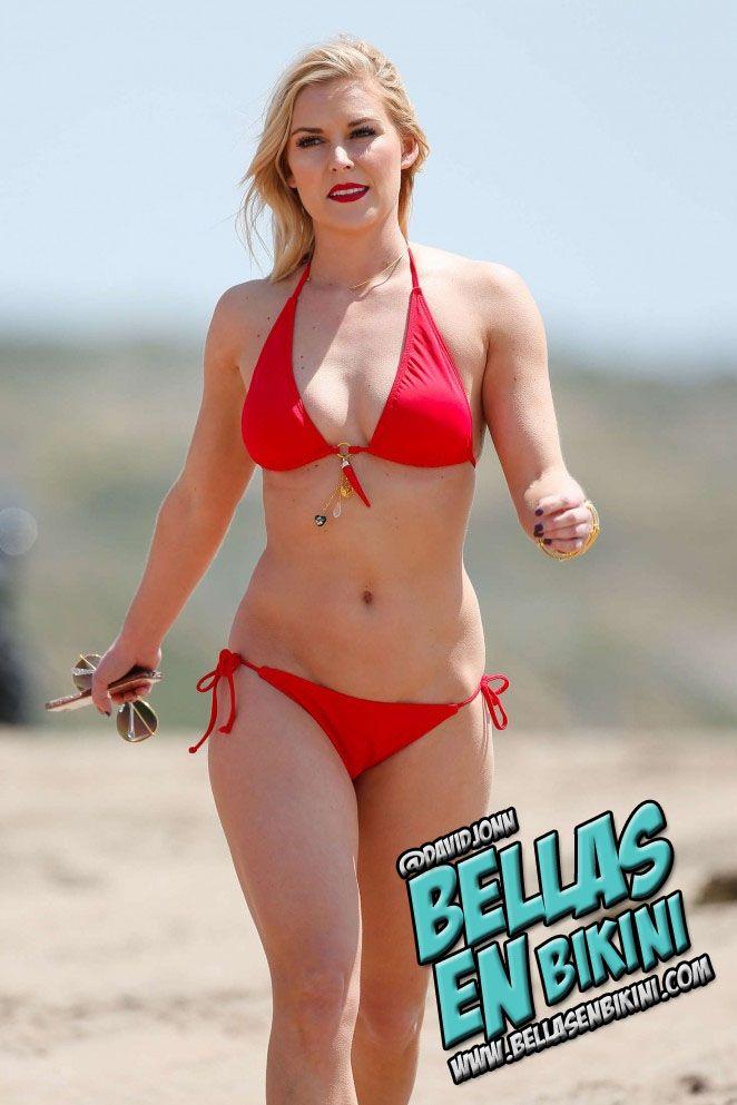 Renee Young (@ReneeYoungWWE) en bikini rojo en la playa (FOTOS):
