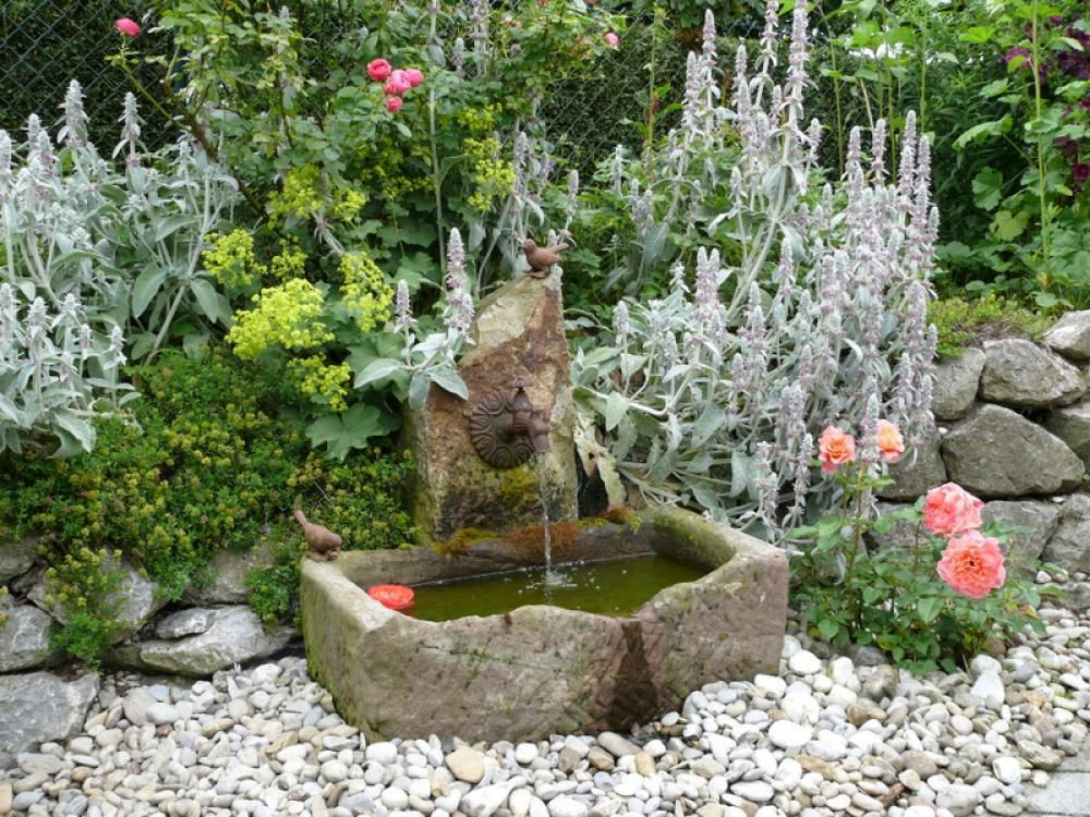 Wasserspiele Im Garten Ideen Trends Modelle Wasserspiel Garten Springbrunnen Garten Brunnen Garten