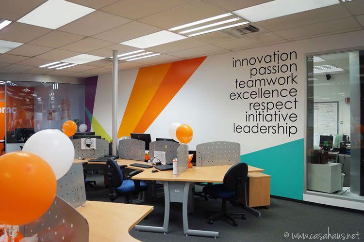 Diseño de oficinas corporativas con pintura y vinilos Corporate