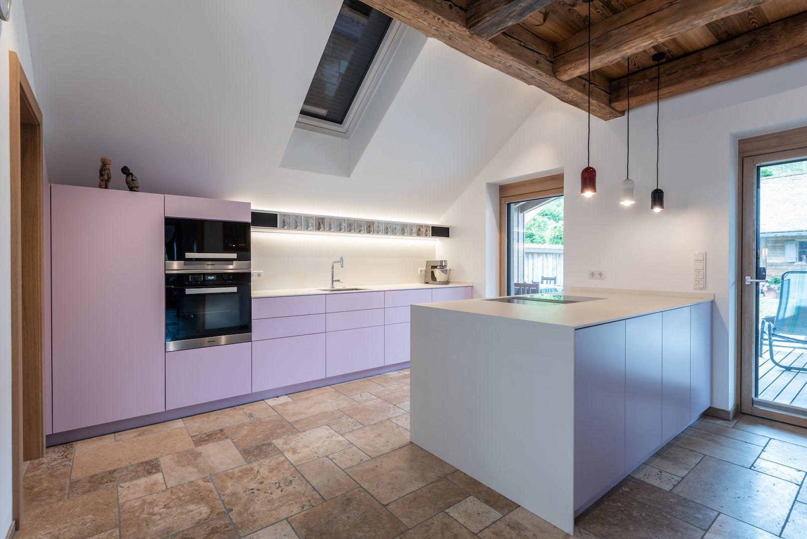 Schlichte Formen und Farben wurden in dieser Küche gewählt