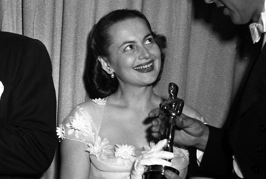 Olivia de Havilland gana el Oscar como Mejor Actriz