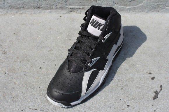 brand new 23eb2 8e7b7 Nike Air Trainer SC Raiders Hitting Retailers Now