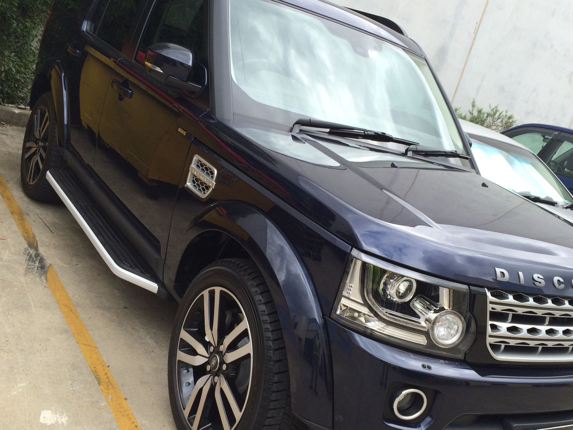 Land Rover Discovery 4 Side Steps Running Board Complete The Off Road Look Rover Discovery Land Rover Discovery Land Rover