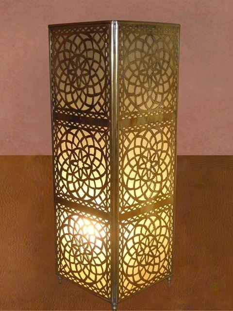 Artisanat Maroc : Lampe à poser, lampe chevet en cuivre jaune gravé ...