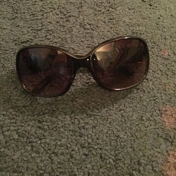 50ead967d77 Oscar de la rents sunglasses from marshalls Very chic and great for the  summer Oscar de la Renta Accessories Sunglasses