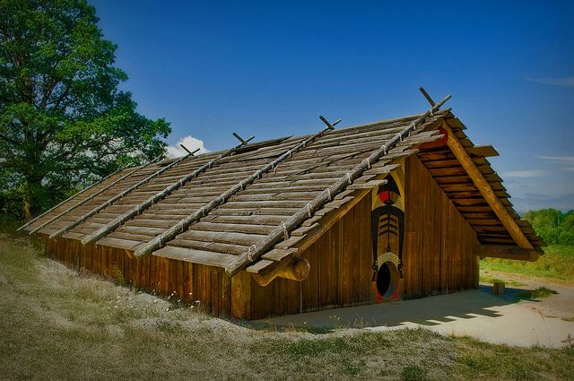 Chinook Long House........ | Long house, Unusual homes ... on native american adobe houses, native american wickiup, native american indian shelters, native americans igloos, native american wigwams, native american paper artwork, native american round houses, native american houses school project, native american homes, native american wooden houses, native american hogan, native american teepee, native american lodge, native american bolo ties for men, native american yurt, native american grass houses, native american yurok history, native american indian tribe diorama, native american wattle and daub, native american sites in nh,