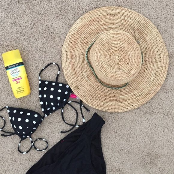 NWOT Athleta Sun Hat Perfect for your next vacay or day at the beach. It s  flexible and super comfortable. Great fashionable way to keep the sun off  your ... f2419b4edd46