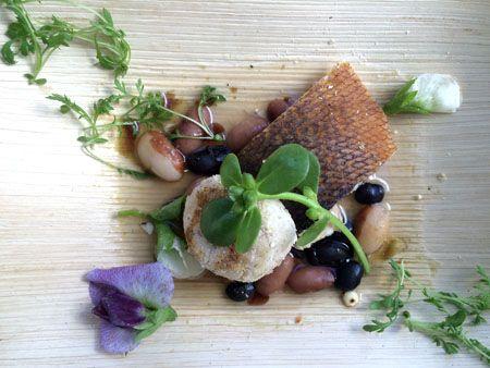 Tradicional. Receita que leva peixe local e diferentes variedades de feijão, duas marcas alimentares indígenas.