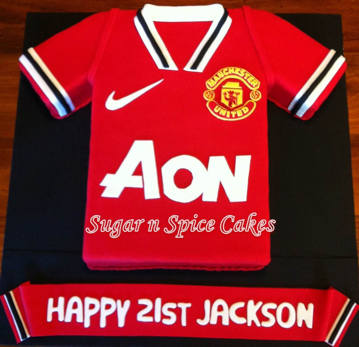 Manchester United Jersey Cake For More Pictures Of This Cake See Https Www Fa Manchester United Birthday Cake Football Birthday Cake Cupcake Topper Tutorial