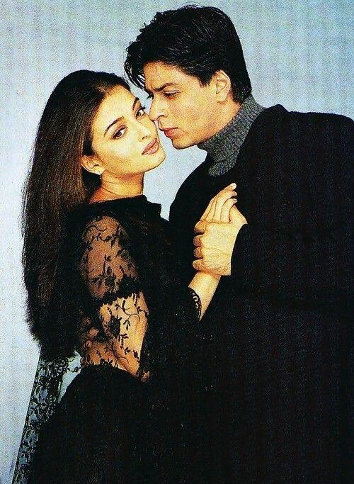 Aishwarya Rai Shahrukh Khan Mohabbatein Beautiful Bollywood Actress Bollywood Couples Actress Aishwarya Rai