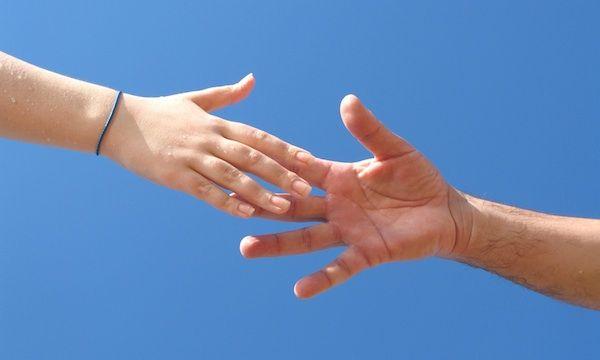 Om een goed mens te zijn moet je elkaar kunnen helpen en een handje toesteken…