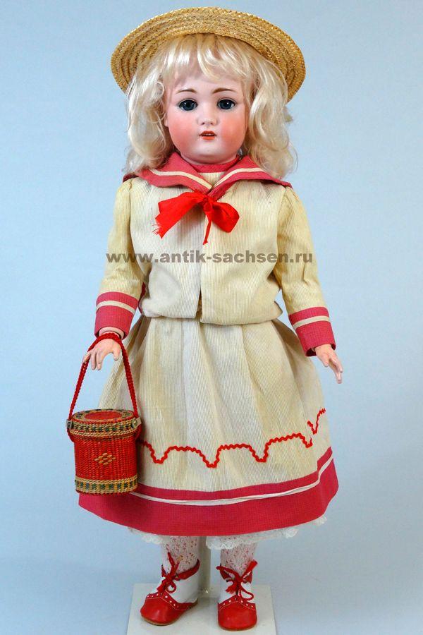 Немецкая антикварная кукла, фарфоровая голова которой ...