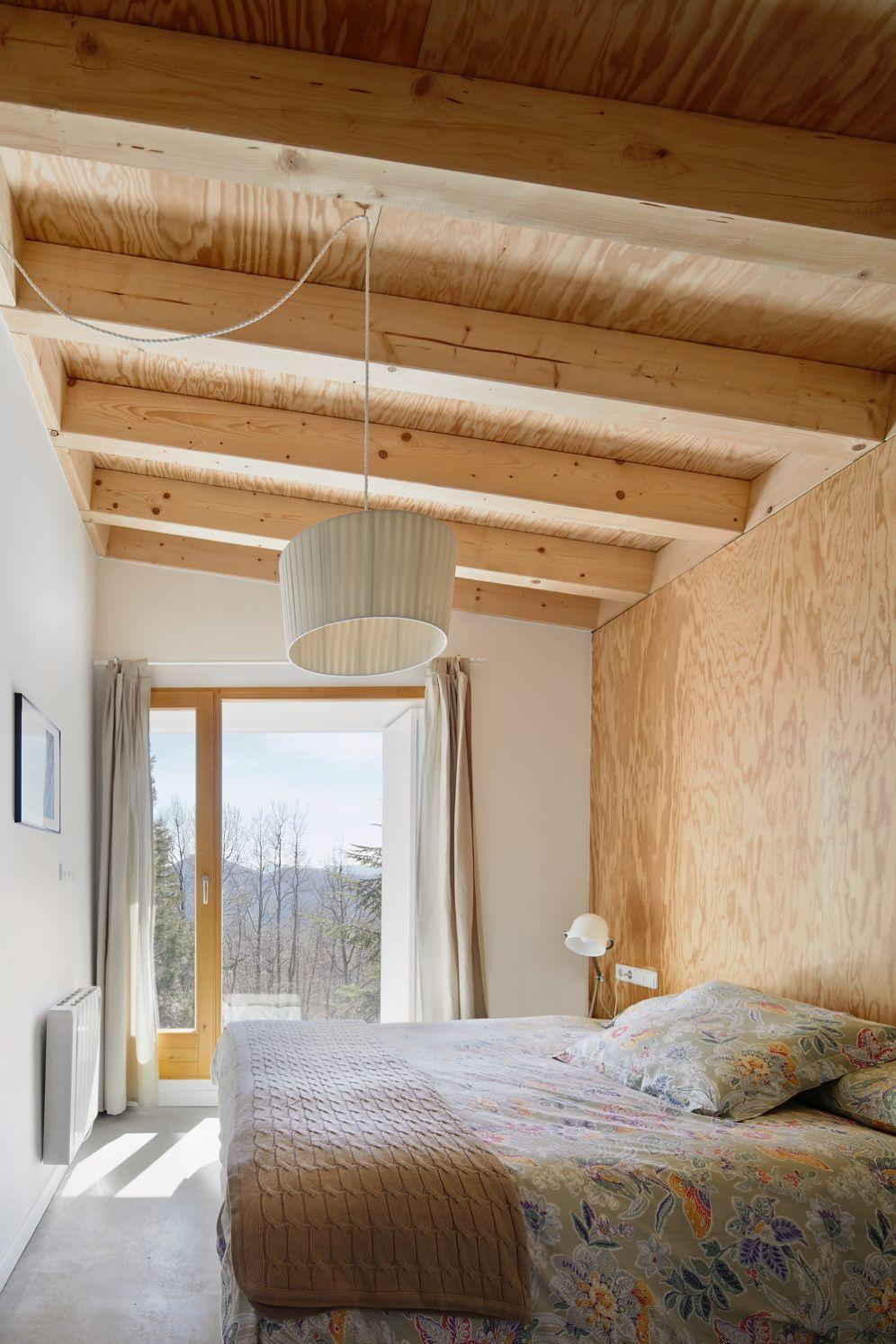 Berghütte in Vorfertigung Holzhaus in den Pyrenäen von Mogas Arquitectes