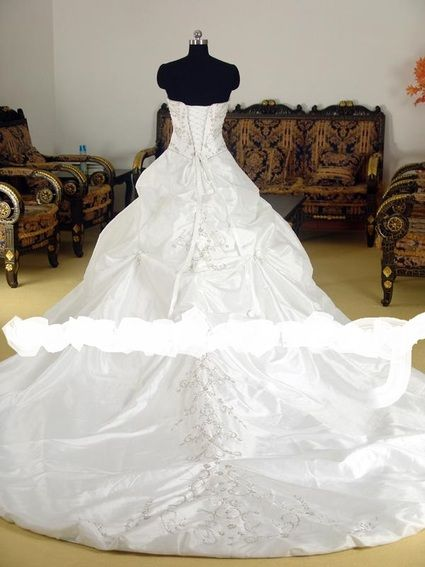Robe de mariee bustier avec traine