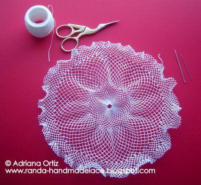 Tejiendo y bordando / Knitting and embroidery